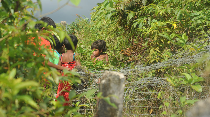Barbed wire (Rohingya refugees-) (17)