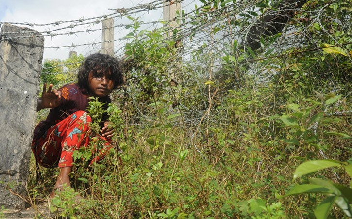 thumbnail_Barbed wire (Rohingya refugees-) (1)