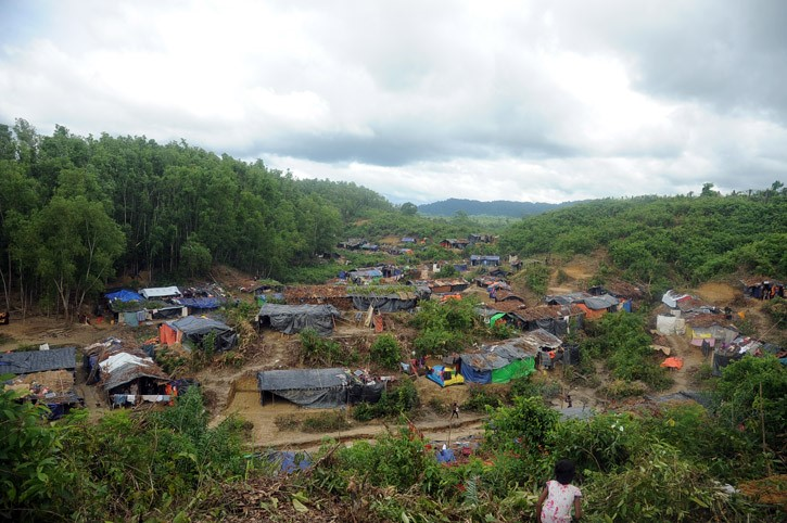 thumbnail_Barbed wire (Rohingya refugees-) (4)